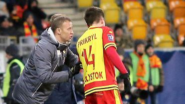 Jagiellonia Białystok dostała warunkową zgodę od PZPN. Grzyb tymczasowym trenerem