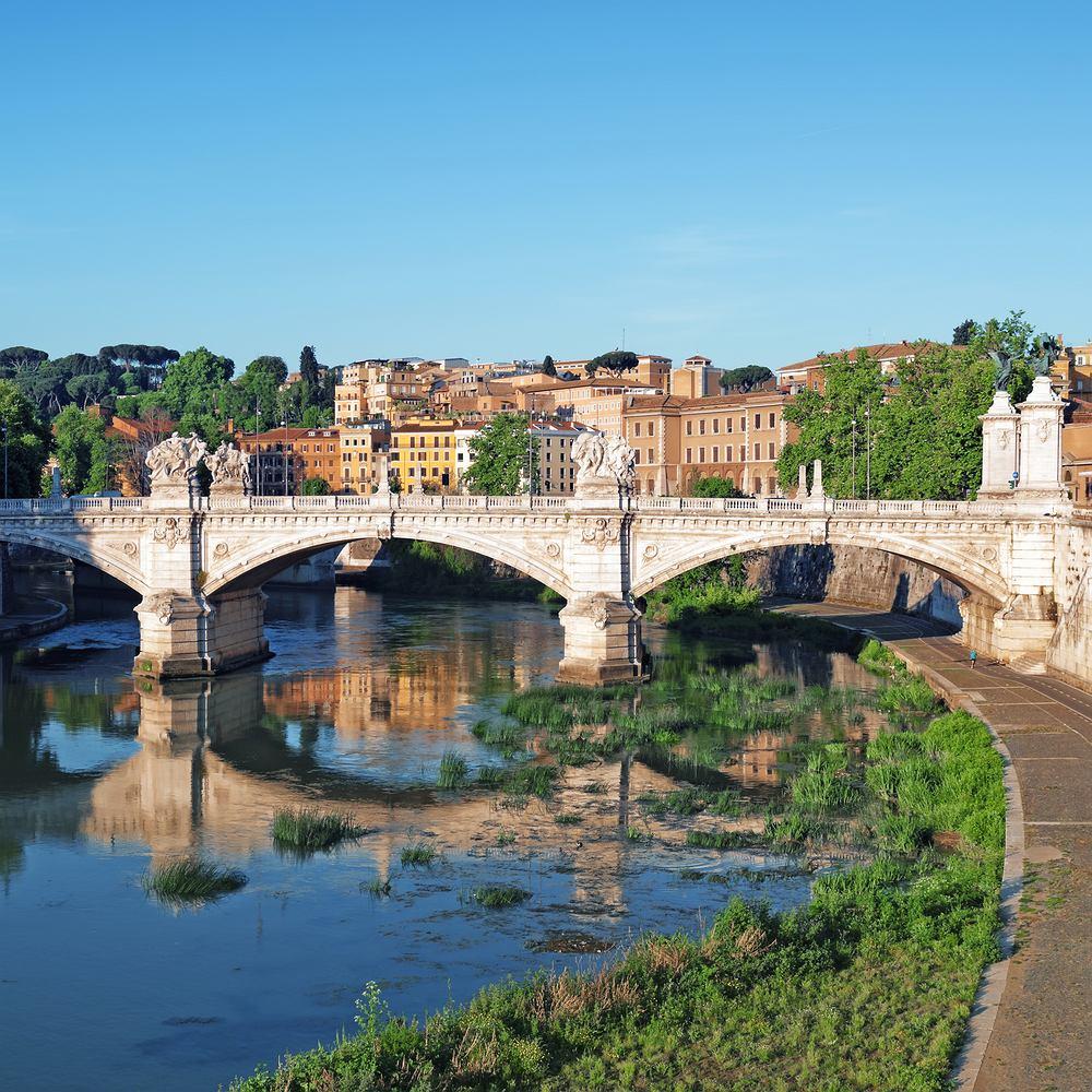 Rzym. Widok na Zatybrze
