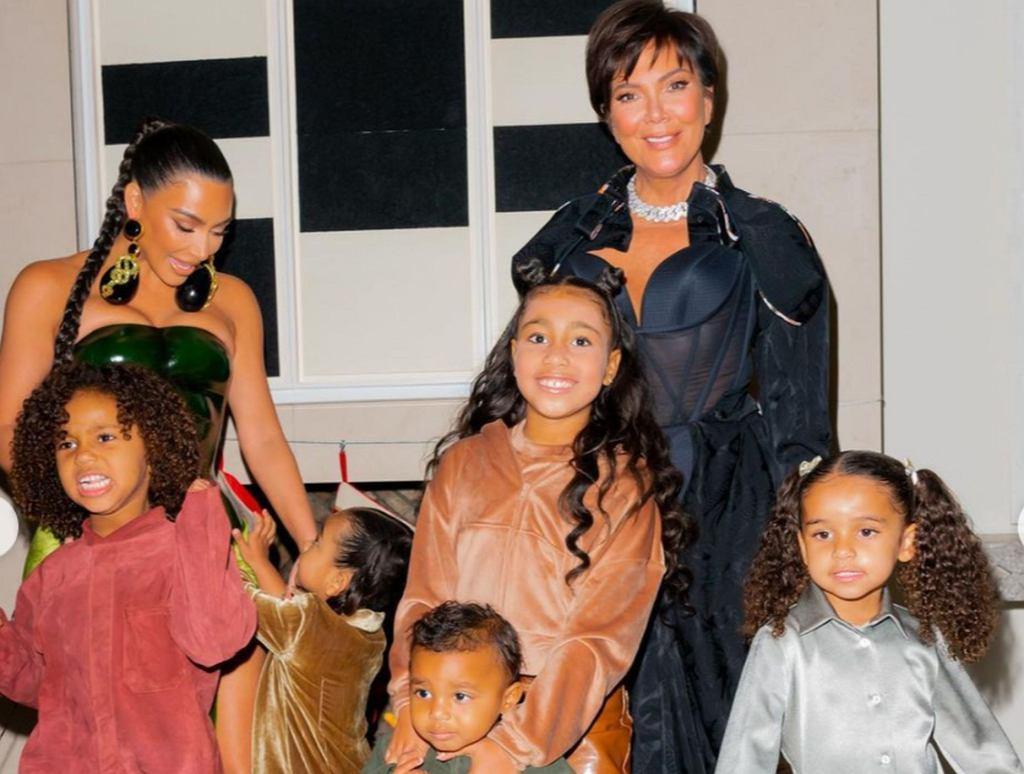 Kim Kardashian z dziećmi i mamą