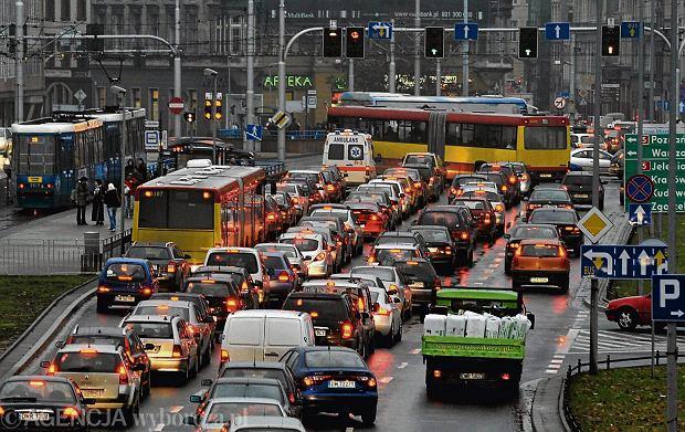 Raport Deloitte i Targeo.pl. Kierowcy tracą fortunę przez stanie w korkach