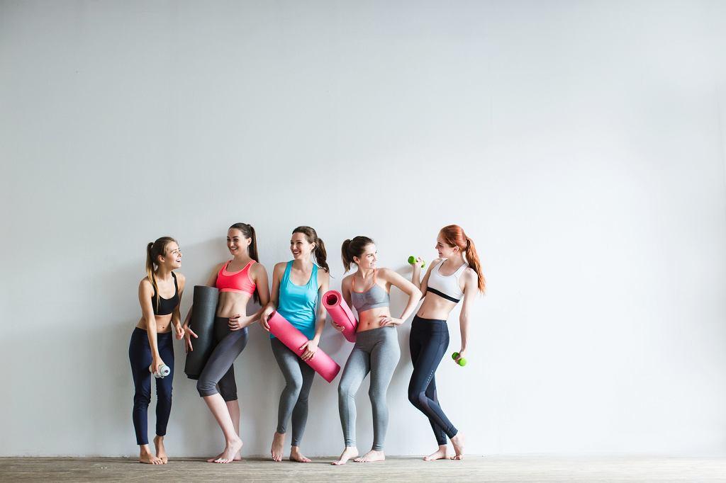 Zajęcia fitness lub joga to dobry pomysł na przetrwanie mundialu 2018.
