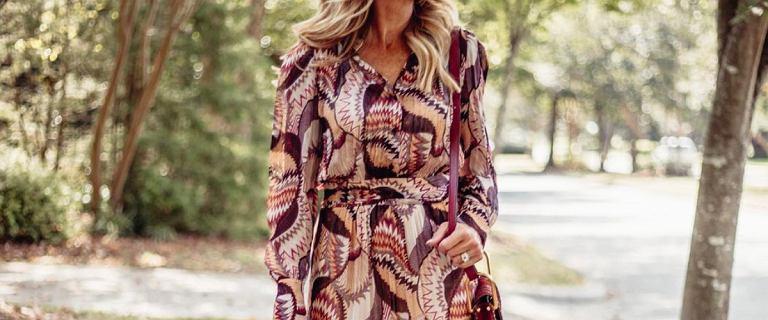 Moda po 50-tce: te sukienki pięknie podkreślą figurę! Ciepłe, wygodne i kobiece propozycje z Reserved i Mohito