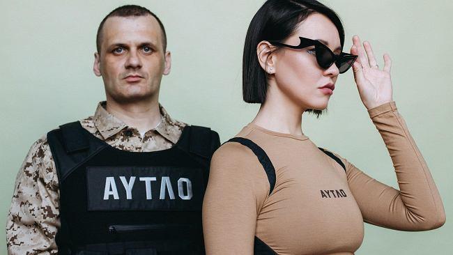 """""""Zabawki zostaw w domu, bo tam będzie i czołg, i żołnierzyk"""". W Rosji przybywa zbuntowanych piosenkarzy"""