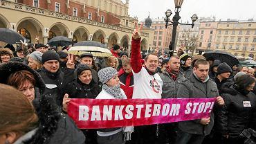 Protest frankowiczów na Rynku Głównym w Krakowie