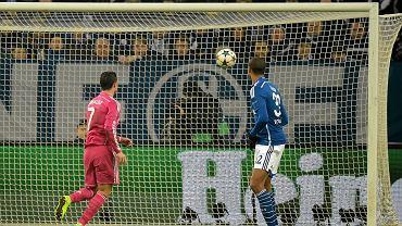 Cristiano Ronaldo strzela gola w meczu z Schalke