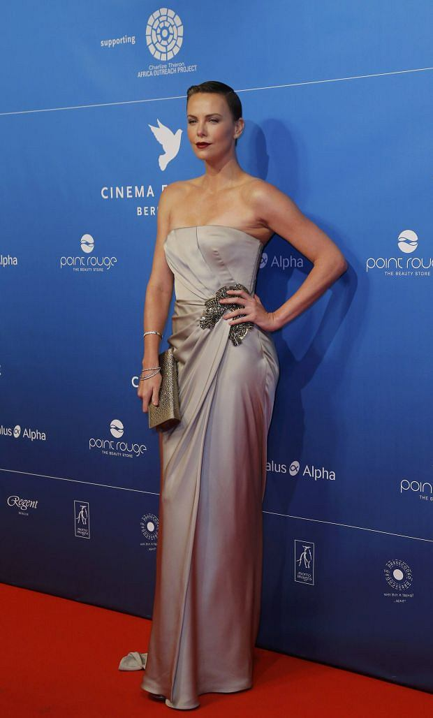Actress Charlize Theron poses as she arrives for the 'Cinema for Peace' charity gala at the 63rd Berlinale International Film Festival in Berlin February 9, 2013.       REUTERS/Tobias Schwarz (GERMANY  - Tags: ENTERTAINMENT POLITICS)