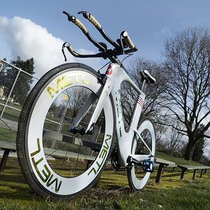 Rower SMART na kołach z łazika księżycowego