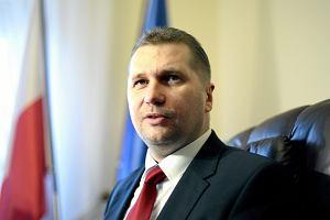 Minister Czarnek sprowadził nowe książki do liceów. To kontrowersyjne pozycje
