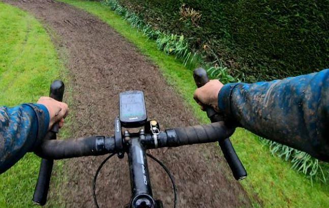 Weaver przejechała 130 kilometrów na rowerze we własnym ogródku