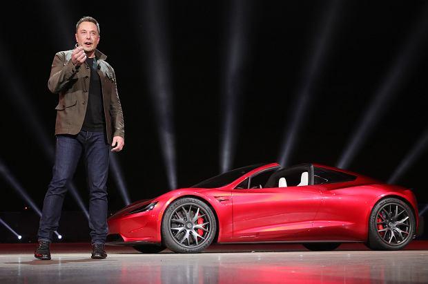 Elon Musk i Tesla Roadster 2020