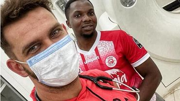 Lekarz mówi o pandemii w Zanzibarze i krytykuje celebrytów. Pazura oburzona