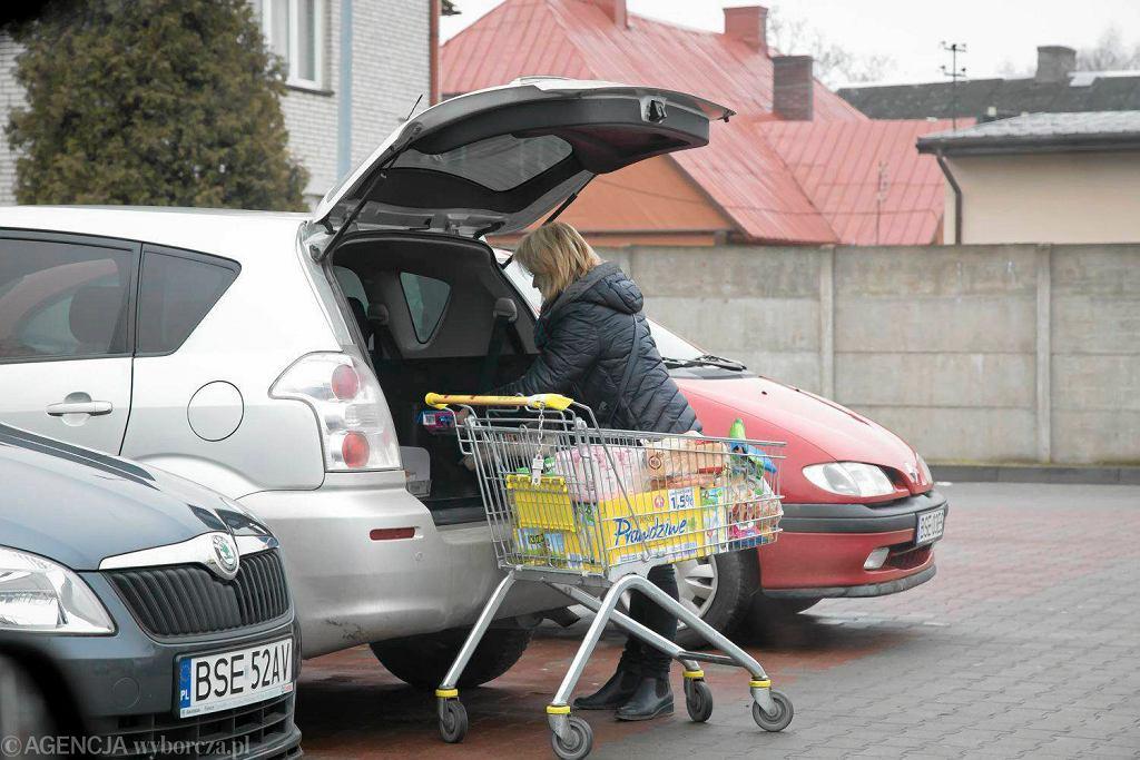 Litwini na zakupach w Sejnach