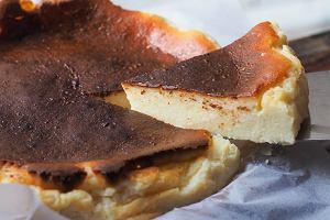 Przypalone ciasto to porażka? W serniku baskijskim spalony wierzch to klucz do sukcesu [PRZEPIS]