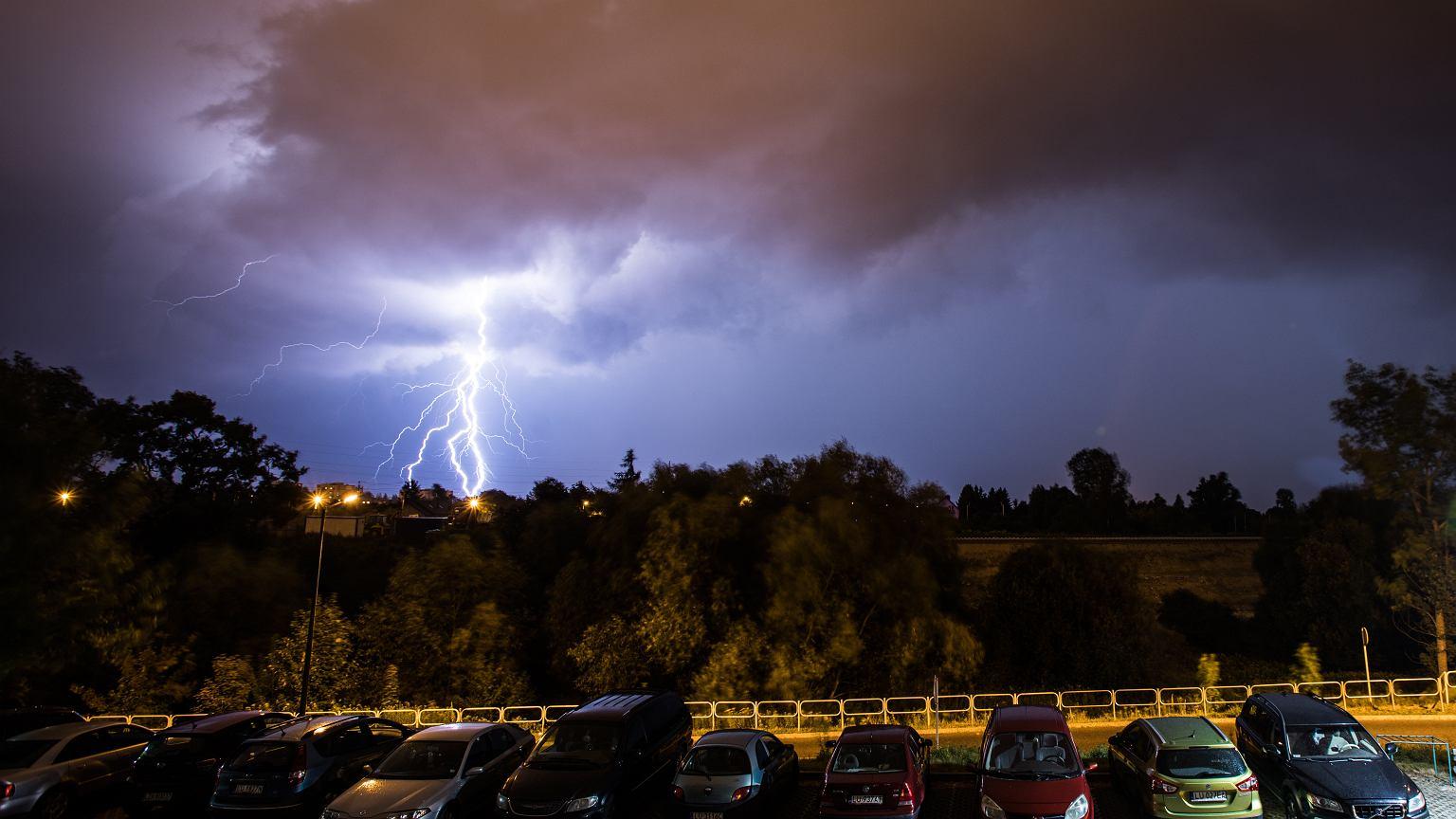 Pogoda. Gdzie jest burza? Ostrzeżenie IMGW przed burzami i intensywnym deszczem w ośmiu województwach