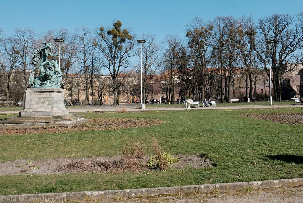 Poznań. Park Wilsona, przy którym znaleziono zwłoki mężczyzny (zdjęcie ilustracyjne)
