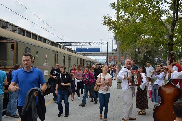 Zdjęcie numer 10 w galerii - Zabytkowy pociąg przyjechał do Żywca piękną trasą [ZDJĘCIA]
