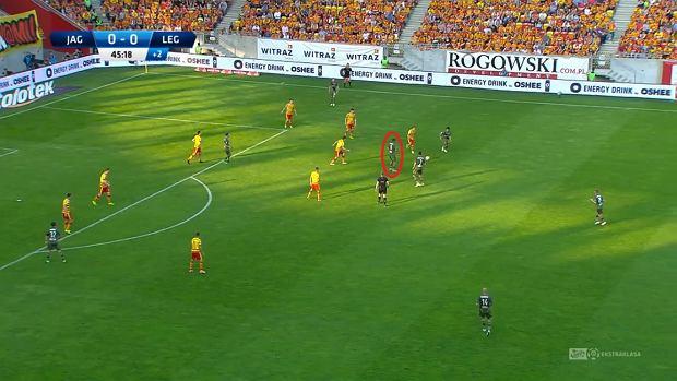 Odjidja-Ofoe w centralnej strefie zazwyczaj nie miał szans obrócić się z piłką w kierunku bramki rywali.