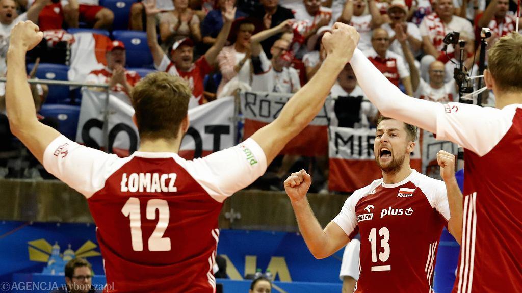 Michał Kubiak i Grzegorz Łomacz podczas meczu Polska - Iran. Mistrzostwa Świata w Piłce Siatkowej Mężczyzn 2018, Bułgaria, Warna, 17 września 2018