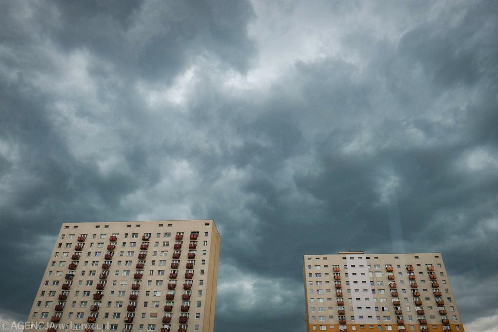 IMGW ostrzega przed ulewnym deszczem (chmura deszczowa - zdjęcie ilustracyjne)