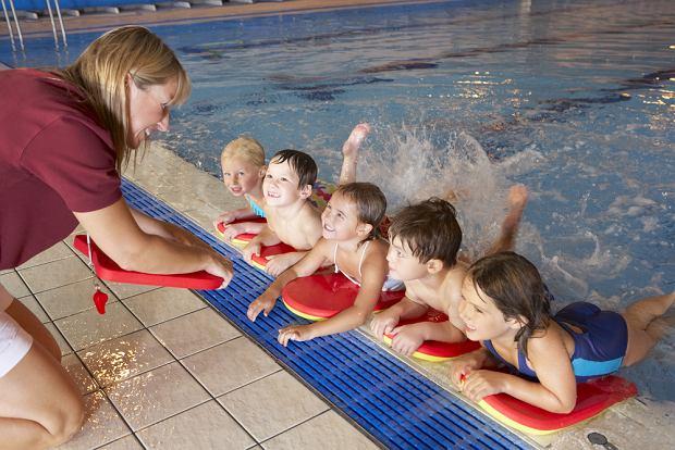 Ćwiczenia dla dzieci, ogólnorozwojowe, na basenie