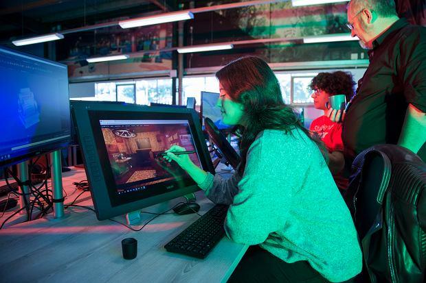 Od grafiki 3D przez business development po marketing gier. Falmouth University uczy kompleksowego tworzenia gier wideo