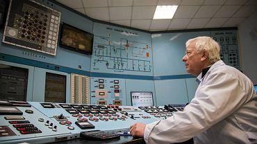 Narodowe Centrum Badan Jądrowych. Edward Kurdej w sterowni reaktora Maria