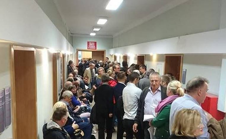 Kolejka w Miejskiej Komisji Wyborczej w Gdańsku