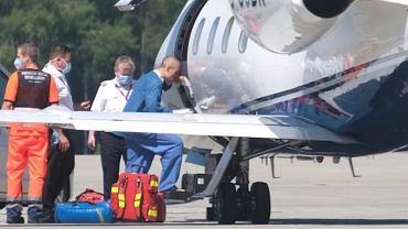 Fabio Jakobsen wchodzi o własnych nogach do samolotu, którym wrócił do Holandii