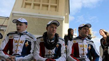 Wybrzeże - Unibax 46:44. Od lewej: Dominik Kossakowski, Krystian Pieszczek i Marcel Szymko