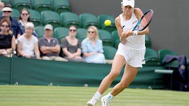 Magda Linette podczas meczu z Ukrainką Eliną Switoliną, 01.07.2021 r.
