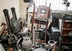 Cenne zbiory rzucone na stos. Fotograficzna kolekcja niszczeje