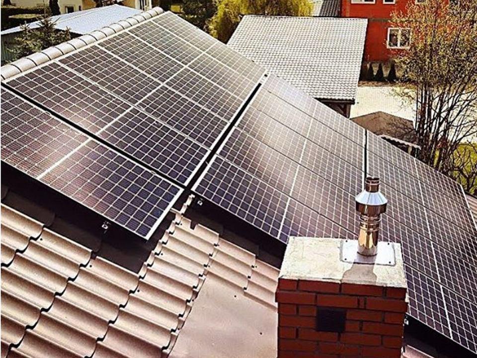Panele fotowoltaiczne - jedno z odnawialnych źródeł energii.