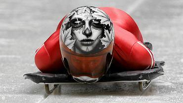 Zawsze chętnie oglądałem zawody bobslejowe, bo... uwielbiałem patrzeć na bobsleje. Wygląda jednak na to, że jest ktoś, kto próbuje równać do poziomu efektowności ich zawodów. Skeletoniści odbyli już pierwszy (nieoficjalny) trening w Soczi. Oto, jak prezentowali się olimpijczycy w swoich fantazyjnie malowanych kaskach. Na zdj. Kanadyjka Sarah Reid