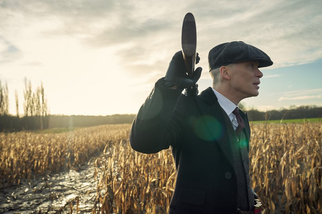 Cillian Murphy jako Tommy Shelby. 'Peaky Blinders', sezon 5.