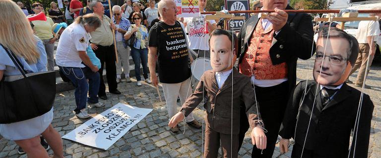 Na frankowiczach ciężko zbić kapitał polityczny. Pomagać im? Polacy są podobno na nie