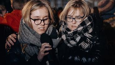 Córka i żona Pawła Adamowicza na Placu Solidarności w Gdańsku