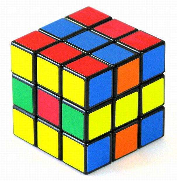 W 1981 roku kostka Rubika przeżywała swój złoty czas. Sprzedano wtedy 160 mln egzemplarzy magicznej kostki. Do Polski dotarła w 1983 roku