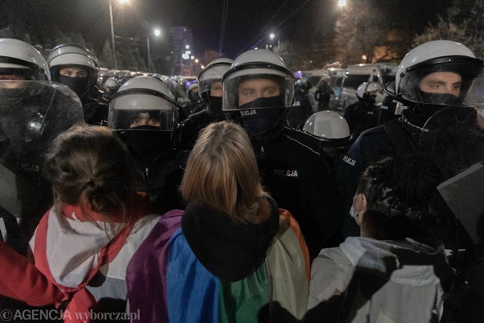 23.10.2020, Warszawa, policja na proteście pod domem Jarosława Kaczyńskiego na Żoliborzu.