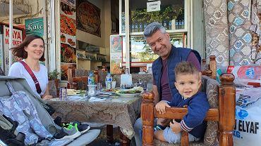 'Turcy kochają dzieci. Każdy chciałby mieć ich dużo i najlepiej jak najszybciej po znalezieniu odpowiedniego partnera i ożenku.'
