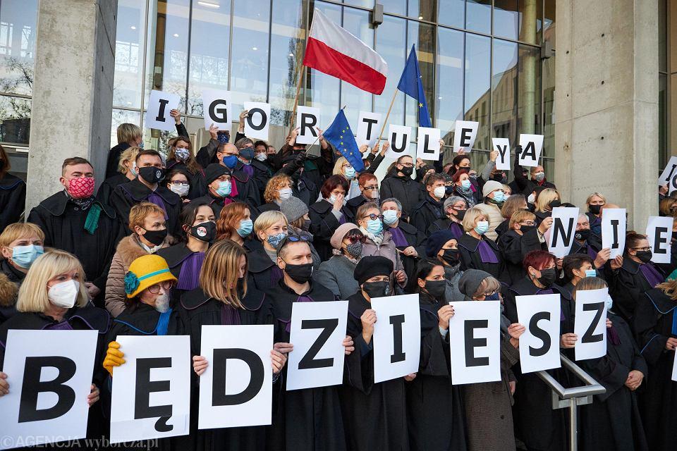 Protest prawników w obronie sędziego Igora Tulei