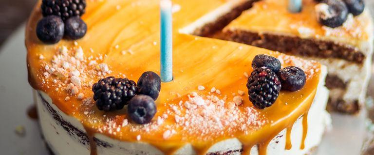 Krojenie tortu za pomocą kieliszka - geniusz? Nowy trend z Instagrama