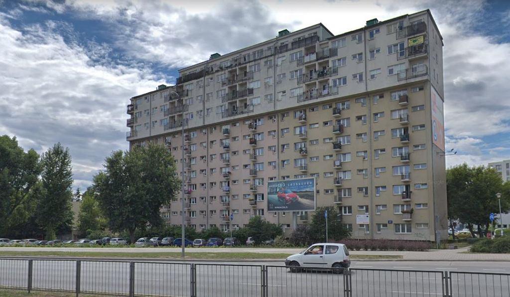 Blok przy Rzymowskiego 47, nadbudowany w 2003 r.