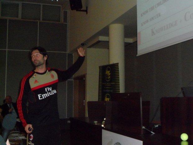 Davide Corti prowdzi wykład