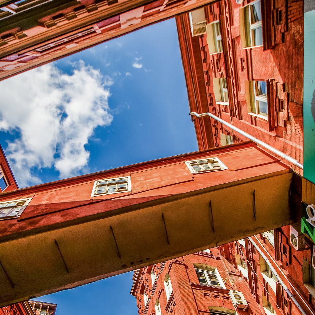 Moskwa, budynki dawnej fabryki czekoladek Krasnyj Oktjabr przejęli designerzy iartyści