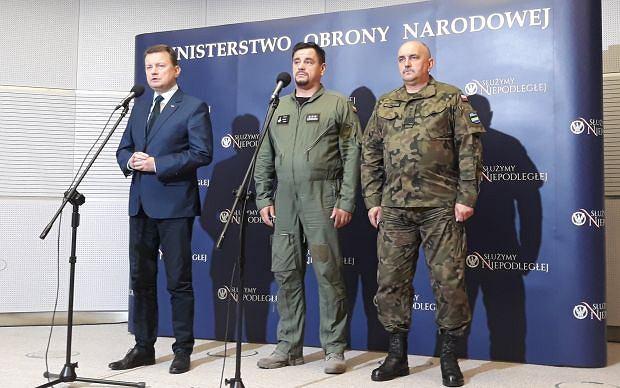 Min. Mariusz Blaszczak, pułkownik Maciej Trelka, gen. Jarosław Mika