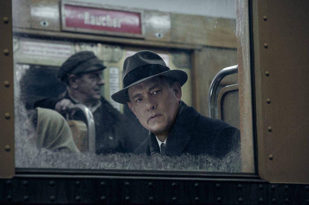 Program TV na piątek, 8 maja: film Stevena Spielberga 'Most szpiegów' z Tomem Hanksem w roli głównej.