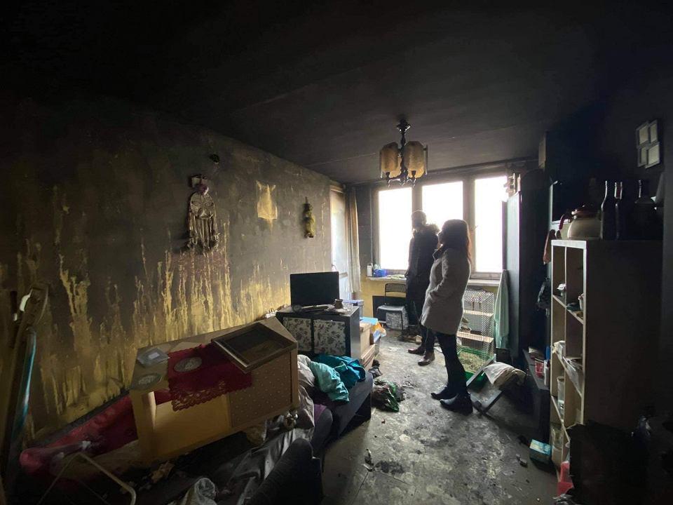 Wnętrze spalonego mieszkania przy ul. Krakowskiej w Sosnowcu
