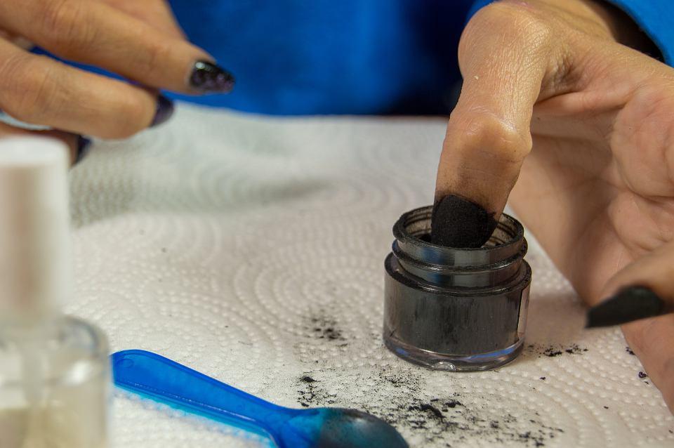 Manicure tytanowy w domu