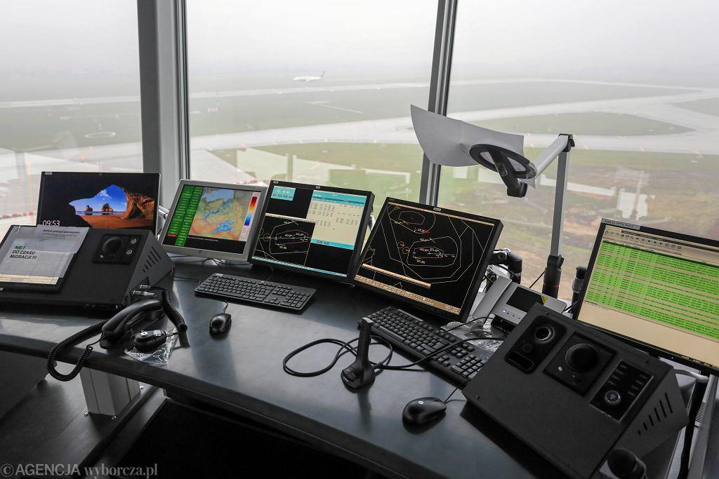 Kontrolerzy lotów, którzy alarmowali o zagrożeniu dyscyplinarnie zwolnieni z PAŻP