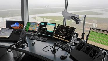 Wieża kontroli lotów na lotnisku